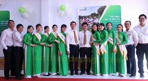 dong-phuc-le-tan-ngan-hang-vietcombank-aothundepsg
